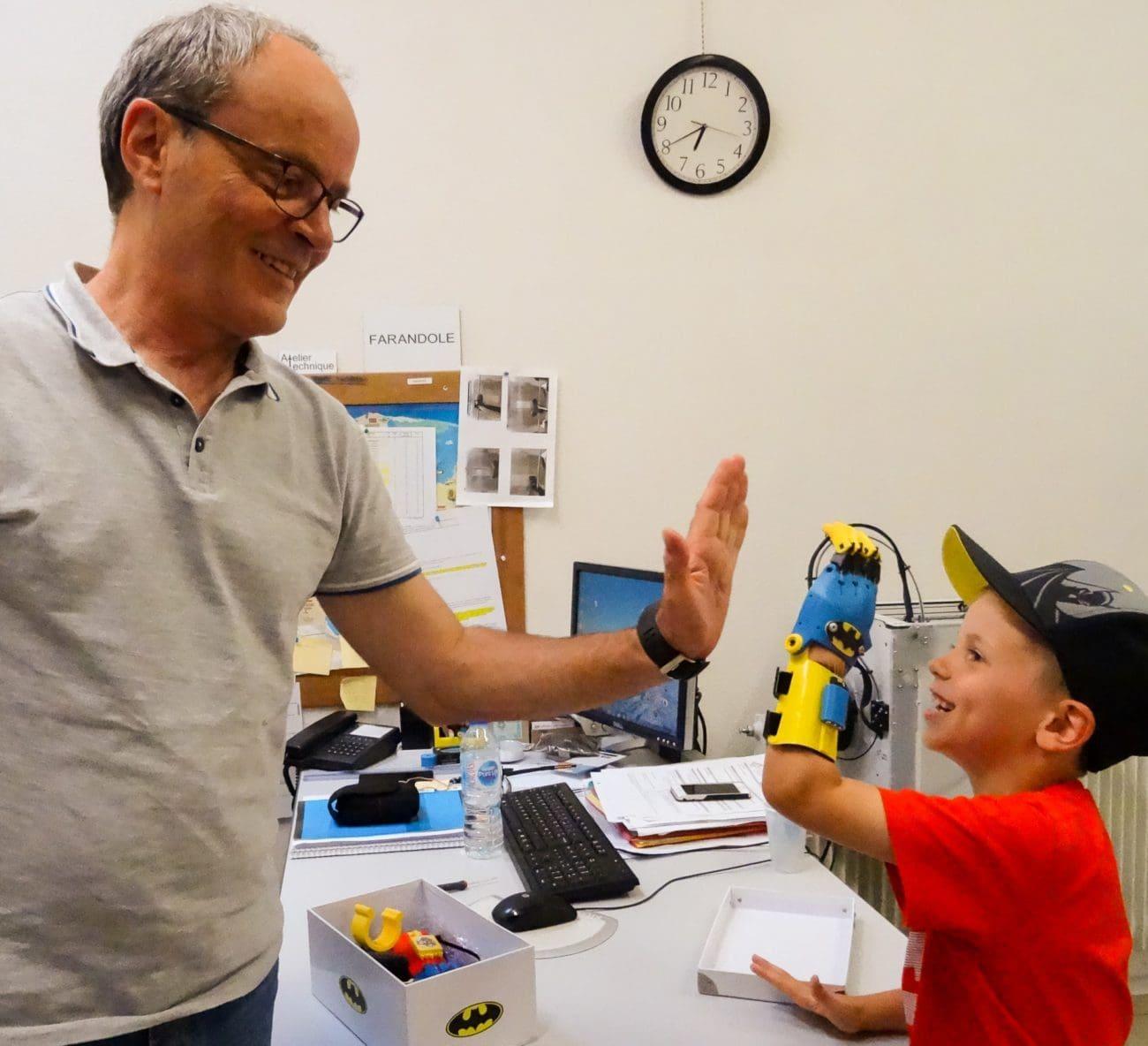 Impression 3D : Remise de la première main mécanique articulée !
