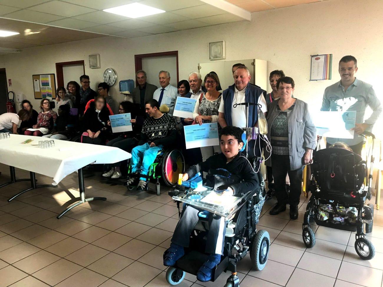 La confrérie du diot fait un don à Accueil Savoie Handicap