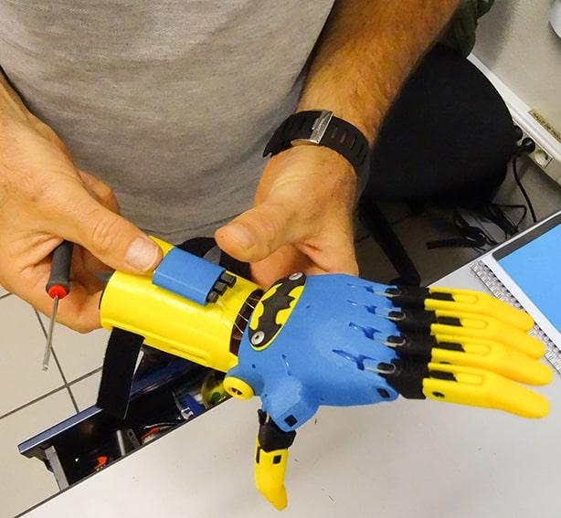Impression 3D : main mécanique articulée