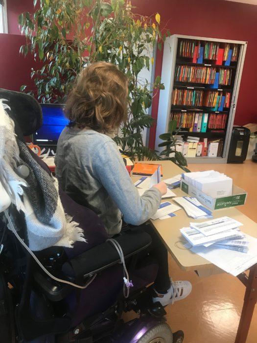 Une lycéenne en situation de handicap fait un stage au CEM
