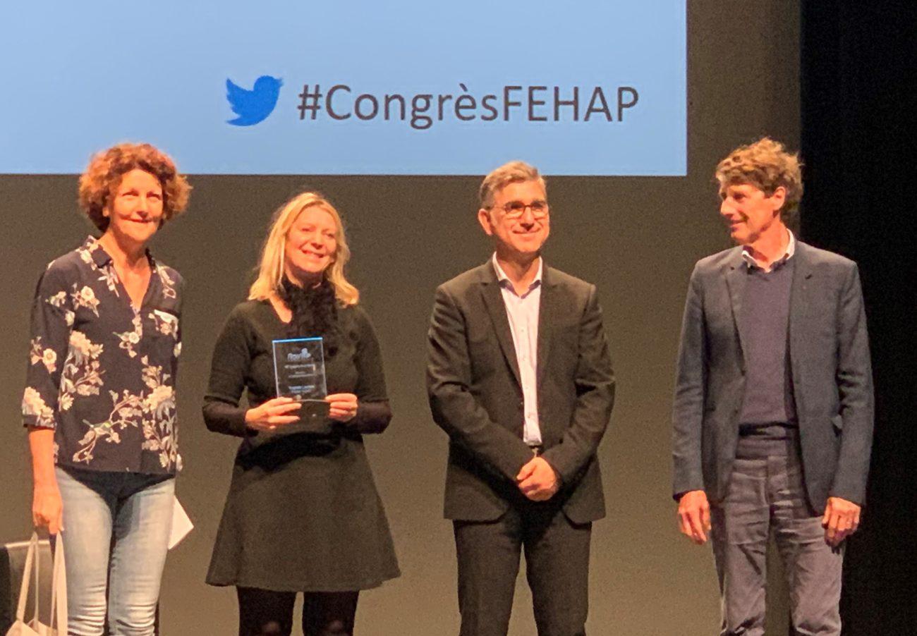 Philippe Denormandie remet le trophée de l'innovation de la FEHAP à ASH !